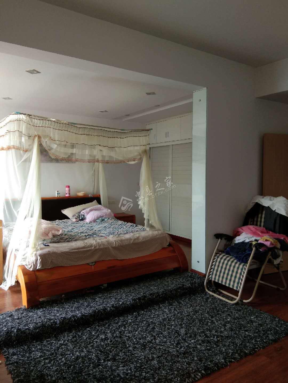 天鹅湖岸3室2厅2卫138平米精装修急售