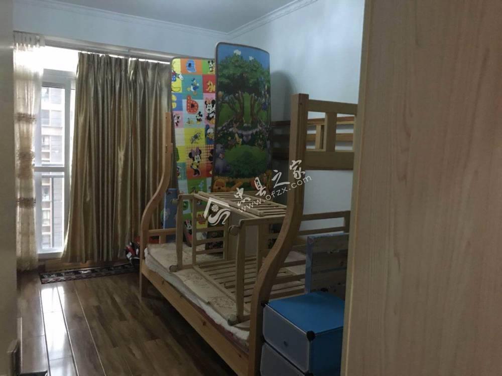 出售香山湖3室2厅2卫105平米精装修带车位76万