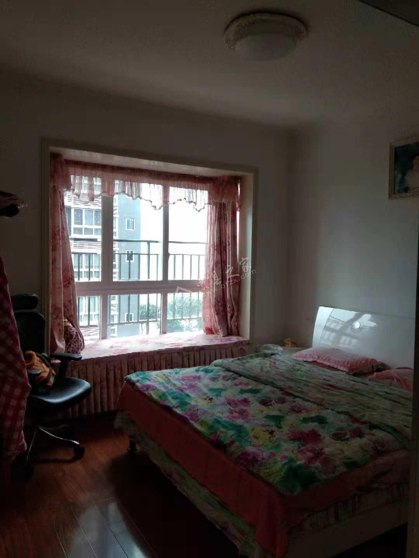 出售澜凯星都3室2厅2卫115平米精装72万
