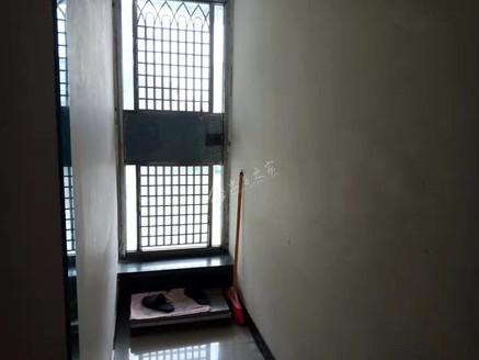 出售中博锦绣二期精装三房,低楼层出行方便,另赠送超大露天阳台,可喝茶.种花.种菜